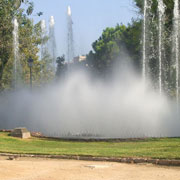 Architectural fountain with lance jets and center spray nozzles